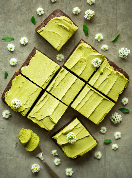 RAW BROWNIES WITH MATCHA FROSTIN